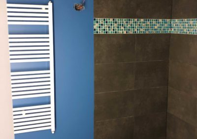 Team Rénovation - Rénovation complète salle de bain et toilettes_Carrelage et peinture - CM_10